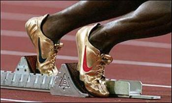 michael-johnson-sideview-200-meters-starting-blocks