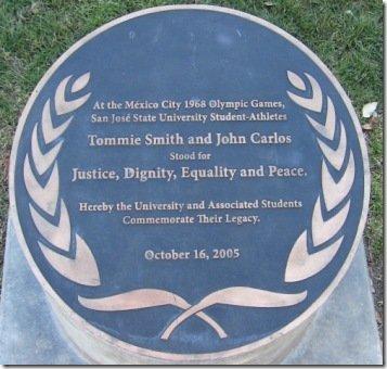 Tommie_Smith_John_Carlos_San_José_State_University_Statue1a