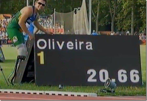 Alan Oliveira 20.66 destroys Oscar Pistorius 21.30 200m WR